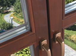 Деревянное евро-окно со стеклопакетом из массива сосны