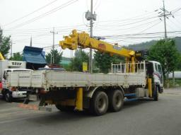 грузовик с манипулятром Daewoo Novus