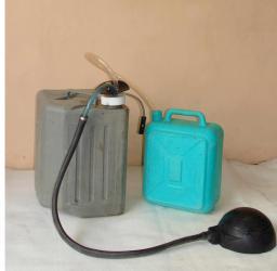 Устройство УНЖ-2К для безопасного перекачивания кислот, щелочей из канистр