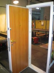 Металлические двери «Презент»