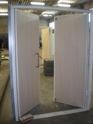 Двустворчатые металлические двери