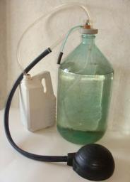 Устройство УНЖ-2Б для безопасного перекачивания кислот, щелочей из бутылей