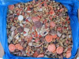 Баклажаны с лесными грибами и томатами, смесь замороженная.