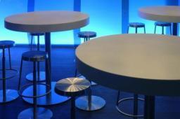 Столы обеденные из искусственного камня