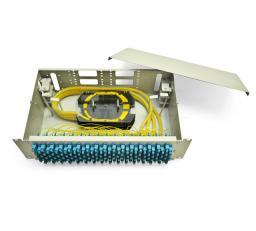 Кросс в стойку большой ёмкости, используется со всеми типами волоконно-оптических кабелей.