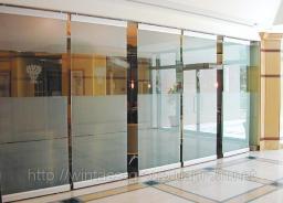 Стеклянные перегородки, цельностеклянные витрины Краснодар, стеклянные двери