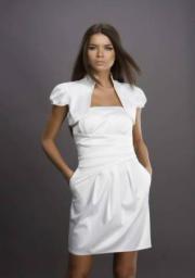 Красивое молодежное платье с болеро с отстегивающимся цветком очень дешево в Пензе