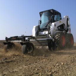 Навесное оборудование Bobcat - аэратор почвы