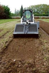 Навесное оборудование Bobcat - грабли для садово-парковых работ