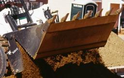 Навесное оборудование Bobcat - двухчелюстной ковш