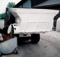 Навесное оборудование Bobcat - ковш для раздачи кормов