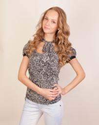 Блузка женская серая с коротким рукавом и узором