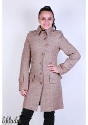 Пальто женское в стиле милитари с однобортной застежкой на пуговицах