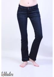 Классические женские джинсы однотонного темно-синего цвета