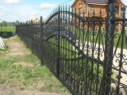 Заборные секции 2.5 х 1.5 метра из профильной трубы с элементами ковки