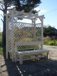 Пергола со скамейкой