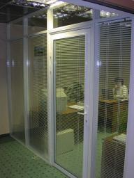 Офисные перегородки из алюминиевых и пластиковых конструкций с различным видом заполнения.