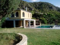 Недвижимость в Греции. Продается прекрасный дом в тихом поселке Кинета
