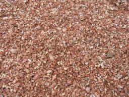 Мраморная крошка красная с белыми прожилками фракции 2*5 мм. в мешках