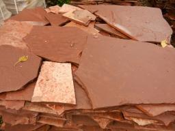 Песчаник красный плитняк, 1,5-1,2 см.