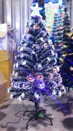 Елка светодиодная с белыми кисточками и звездой: Елка светодиодная с кисточками 1,5м