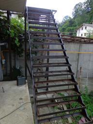 лестницы из металла.
