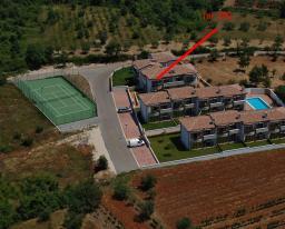 Хорватия – продается полностью меблированный таунхаус в Тар - Вабрига с тремя спальнями