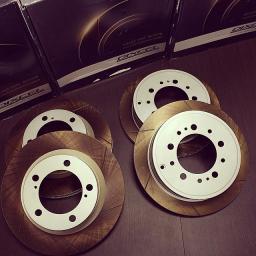 Тюнинговые тормозные колодки и диски Dixcel для FJ Cruiser
