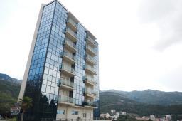 Черногория - продается трехкомнатная квартира в городе Бечичи, всего в 30 метрах от моря
