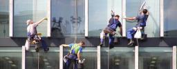 Мойка окон и фасадов профессиональными альпинистами