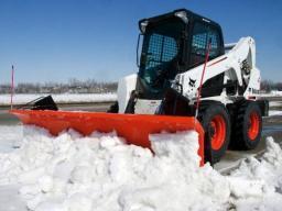Снегоуборочный минипогрузчик Мустанг на гусеницах