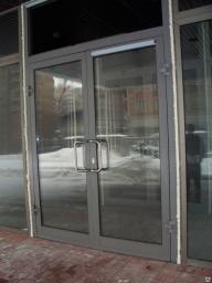 Двери алюминиевые из холодного профиля
