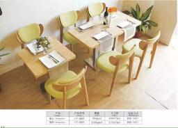 Комплект из обеденного стола и стульев