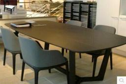 Стол и стулья для отдыха и обеда