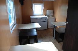 Вагон-дом вагончик кухня со столовой на 12 человек на санях полозьях