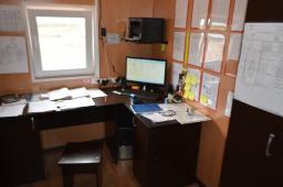 Вагон-дом Мастера на санях полозьях для проживания четырех человек с офисом переговорной