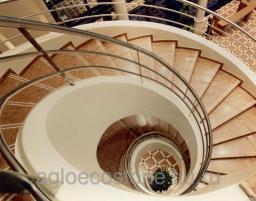 Отделка лестниц агломрамором