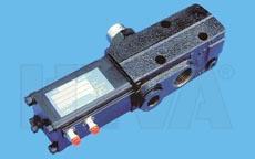 Клапан управления подъемом кузова HYVA