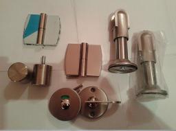 Металлическая фурнитура для сантехнических кабин
