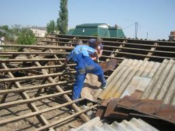 Демонтаж крыши, вывоз мусора
