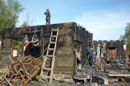 Снос деревянных стен, вывоз мусора