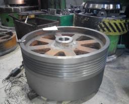 Запасные части СМД-110А: маховик (потивовес), шкив, щека, плиты дробящие