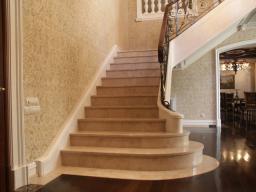 Отделка лестниц мрамором