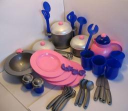 Набор посуды Дружная семья  Lena
