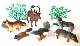 Пластмассовые лесные звери с деревьями