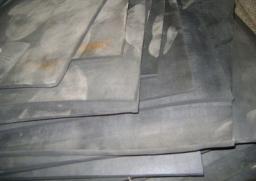 Пластина из резины размер 720х720х14 мм, марка ТМКЩ, средней твердости