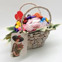 Подарочная корзинки из конфет