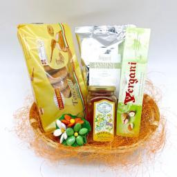 Подарочная корзина с чаем Медовая поляна