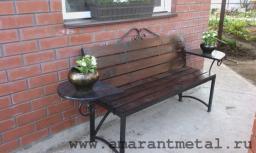 Скамейка со столиками
