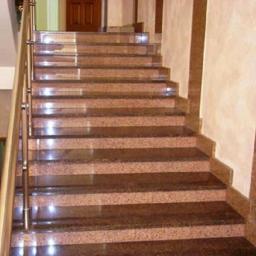 Гранитная лестница парадная